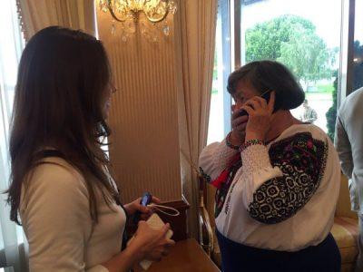 Мать говорит с надеждой Савченко по телефону