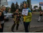 Женщину в Донецке привязали к столбу по подозрению в помощи военным — New-York Times